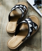 TOMS VIVサンダル Tribal BLACK